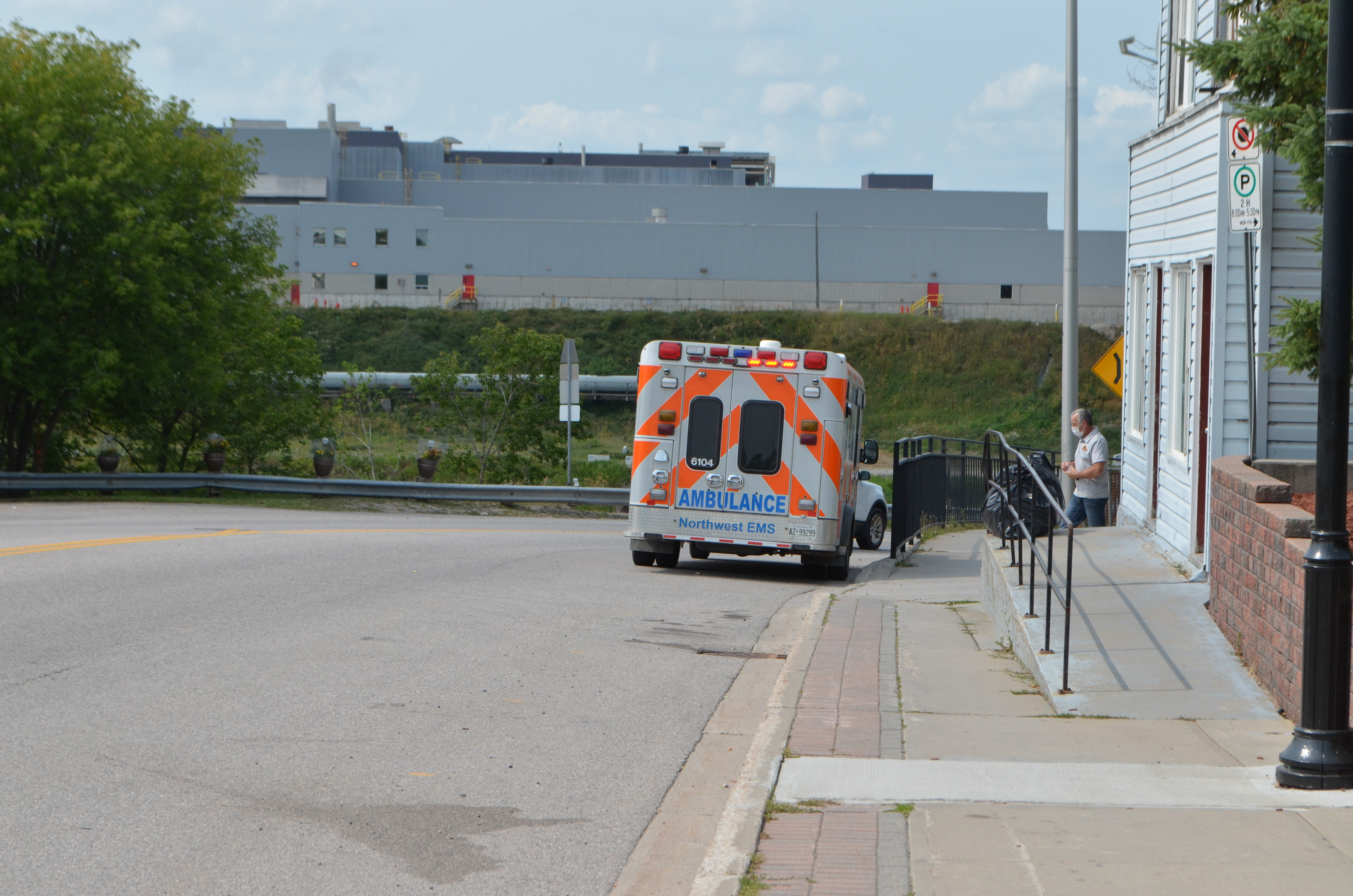An ambulance responds to a call in downtown Dryden. (Logan Turner/CBC)